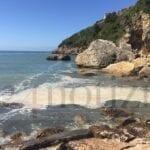 Schiuma in mare a Scauri: la segnalazione dalla scogliera di Monte d'Oro