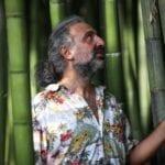 Il Maestro Stefano Bollani al lavoro nel Giardino di Ninfa