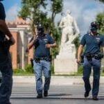 Rapina impropria dentro un negozio del Latina Fiori, un arresto