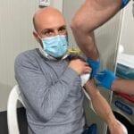 Fabrizio Turchetta riceve a Fondi il primo vaccino contro il Covid-19