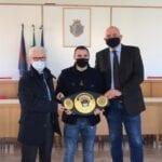Fondi, il sindaco Maschietto incontra il campione di boxe Michael Magnesi (#VIDEO #FOTO)