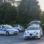 Guida con patente falsa e auto intestata ad un senzatetto: denuncia, sequestro e multa