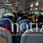 Covid-19 e trasporti, treno sovraffollato: passeggeri fatti scendere
