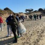 Cittadini e amministratori in campo per ripulire la duna