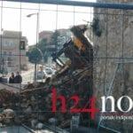 Si ribalta uno scavatore a Gaeta: illeso l'operaio alla guida del mezzo (#VIDEO)