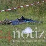 Cadavere nel laghetto: appartiene a uno straniero – VIDEO